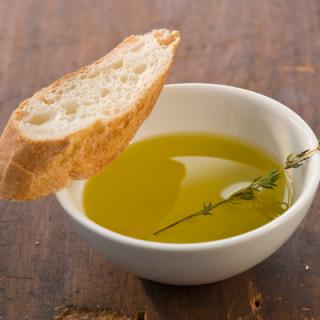 Bowl-olive-oil-bread-400x400